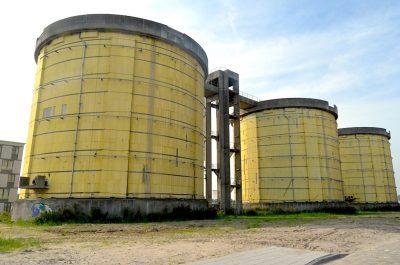 Drie grote silo's van de vroegere Rioolwaterzuiveringsinrichting Oost op Zeeburgereiland Bron: wikipedia Erik Swierstra
